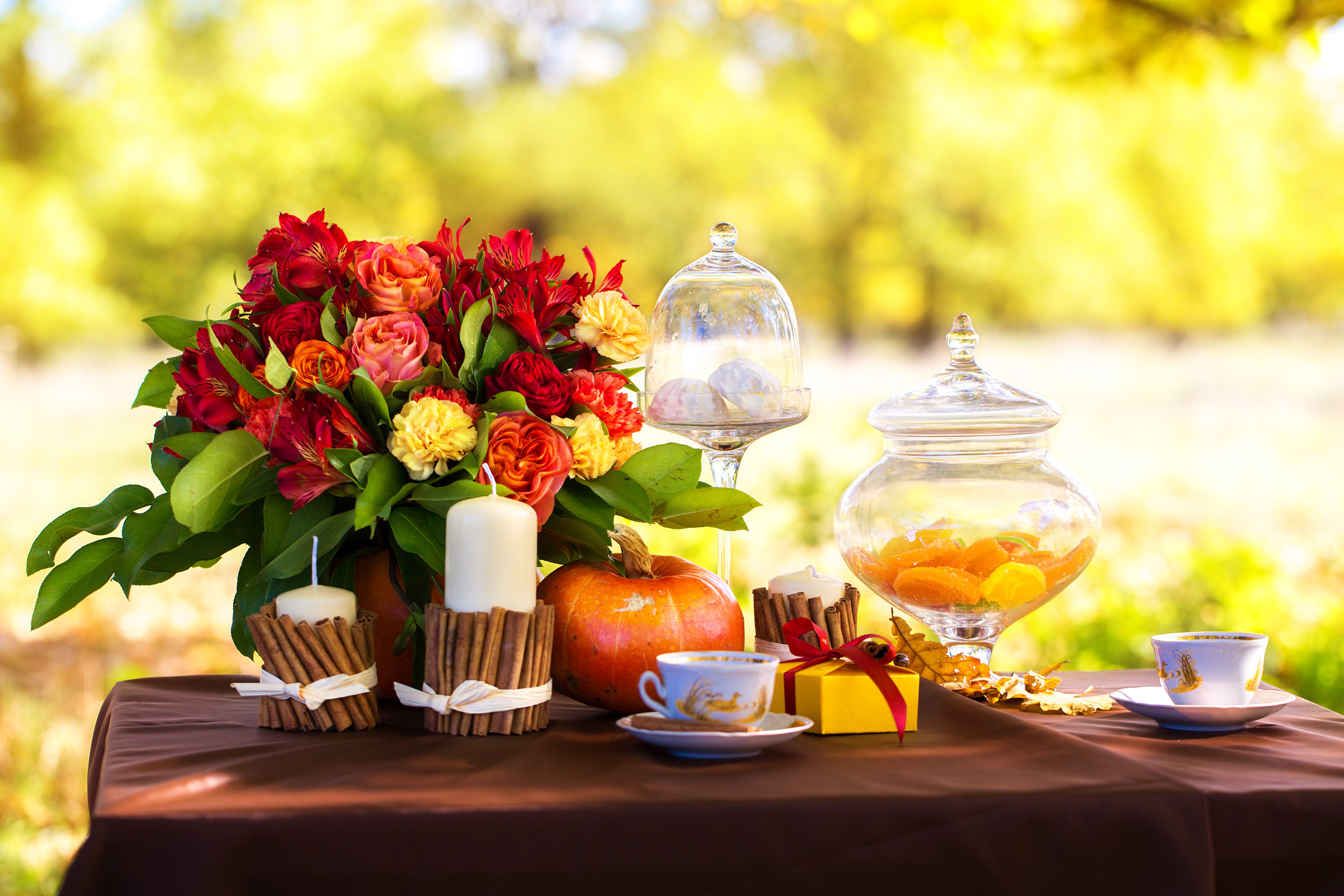 outdoor entertaining and tablescape