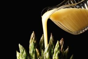 Asparagus in Bearnaise Sauce