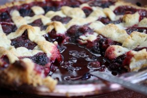 Dam Good Blackberry Pie by Mama's Munitia