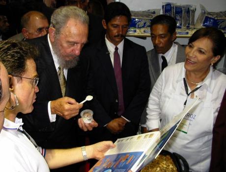 Fidel Castro samples U.S. rice at the 2002 Havana International Trade Fair.
