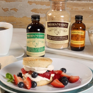 Berry Almond-Shortcake with Vanilla-Mascarpone Cream
