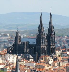 Cathedrale_vue_de_montjuzet / en.wikipedia