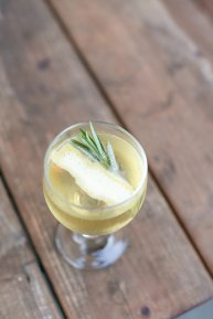 sparkling-rosemary-cocktail