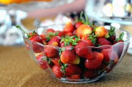 strawberries-om-om-fruits-red-82978-large