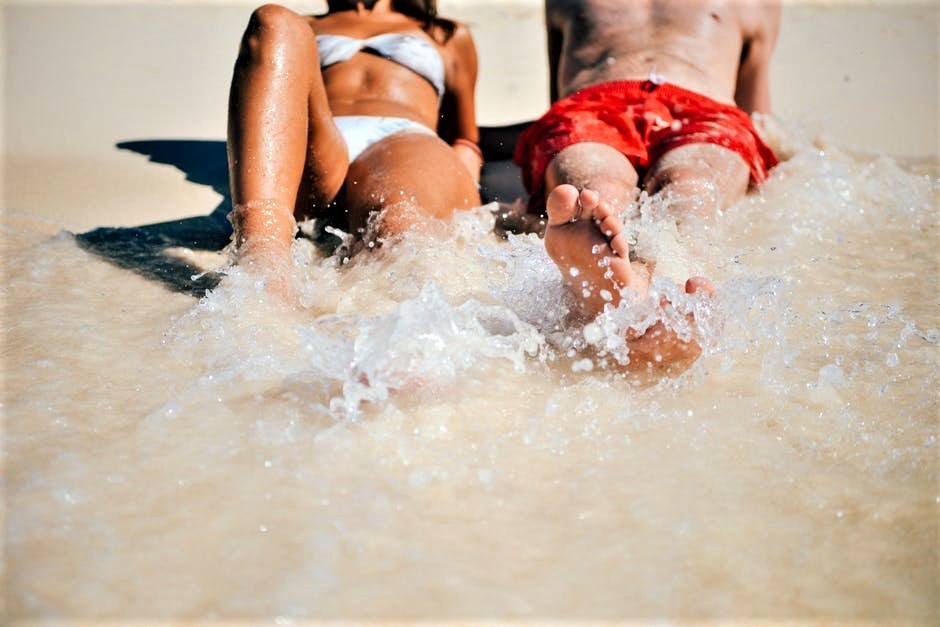 beach-vacation-people-sand