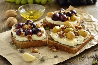 roasted grapes goat cheese walnuts and honey
